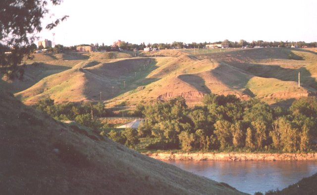 This is a better view of what the coulees look like around the town (www.uleth.ca)